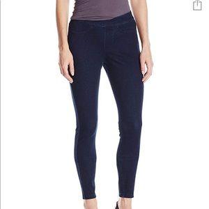✨New✨ HUE Legging Jeans